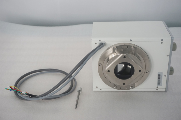 What are the advantages and features of the manual x ray collimator type